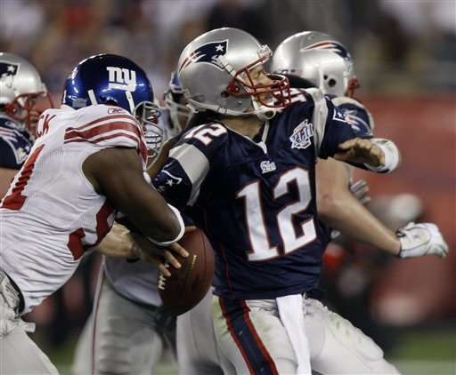 http://quarterbacks.org/Giants-Patriots-Superbowl/giants-patriots-brady-sack.jpg